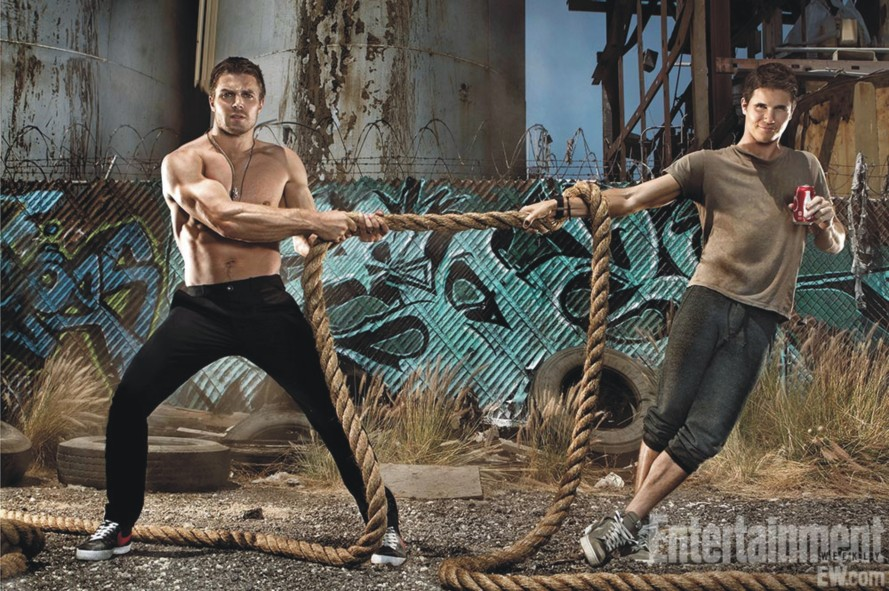 Robbie Amell 03